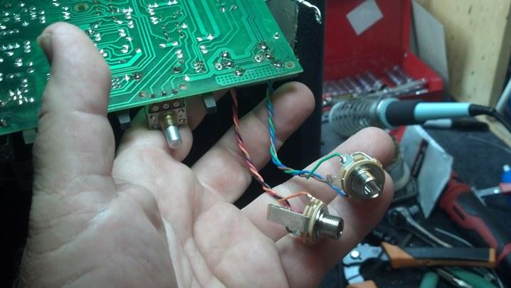 16HRD input jacks1